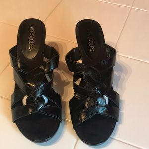 Aerosols SZ 8 black heel sandals never worn